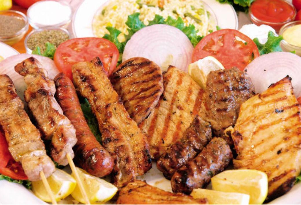 Samo 590 din za 800 g MEŠANOG MESA (pileći batak,file,belo meso,vešalica,ćevapi,kobasica) + 2 supe i 2 dezerta!