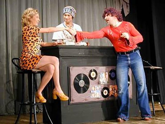 Samo 420 din predstava PERVERZIJE U ČIKAGU, pozorište Slavija 24.12.2017! Zavirite u lude sedamdesete uz ovu urnebesnu komediju!