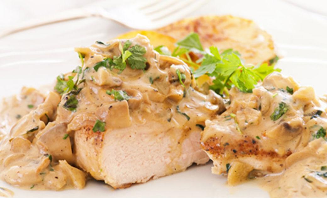 Samo 529 din 2 PORCIJE piletine u sosu od pečuraka sa pomfritom + čorbe i 2 dezerta u restoranu Dunavska priča!