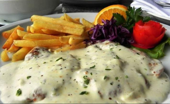 Samo 590 din 2 porcije ĆURETINE U GORGONZOLA SOSU + prilog + 2 teleće čorbe u restoranu Dunavska priča na keju!