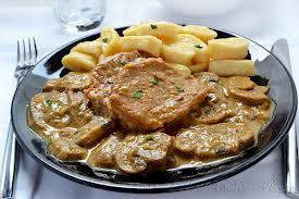 Samo 690 din za 2 porcije TELEĆIH MEDALJONA u sosu od pečuraka + prilog + 2 teleće čorbe u restoranu Dunavska priča na keju!