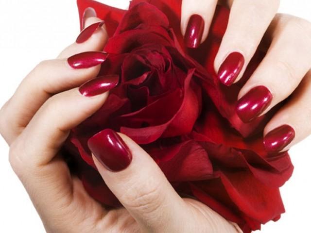 Samo 240 din trajni GEL LAK za savršen izgled vaših noktića u studiju lepote Amalfi Uno na Zvezdari!