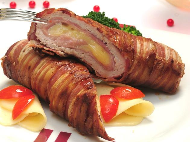 Samo 690 din rolovani svinjski biftek sa slaninom i kačkavaljem za 2 osobe + uštipci + tikvice i pomfrit, Dunavska priča!