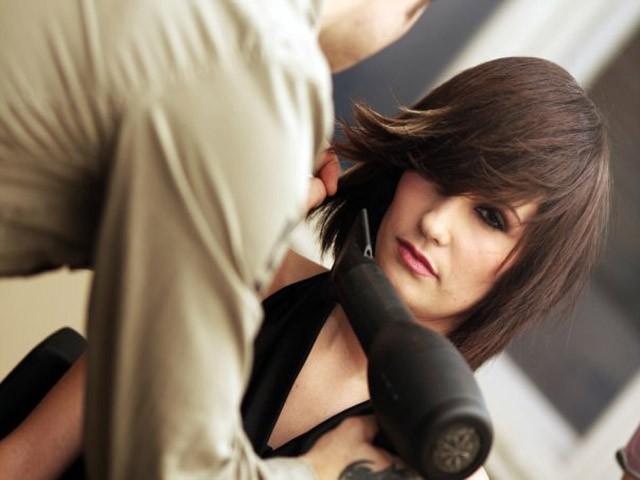 Samo 150 din FENIRANJE, pranje kose + pakovanje u salonu Vaša žena u Mirijevu! Hit cena za vašu frizuru!