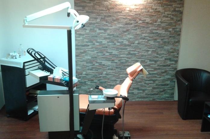 Samo 1190 din popravka 2 zuba ili zamena 2 plombe ili izbeljivanje zuba + uklanjanje naslaga, UZ uklanjanje kamenca i poliranje!