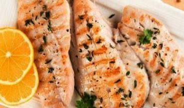 Samo 790 din 2 porcije fileta DIMLJENE SKUŠE uz prilog + 2 riblje čorbe i 2 dezerta, restoran Dunavska priča!