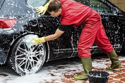 Samo 750 din detaljno pranje automobila spolja sa nano šamponom i zaštita stakla nano sredstvima koja traje 6 meseci!