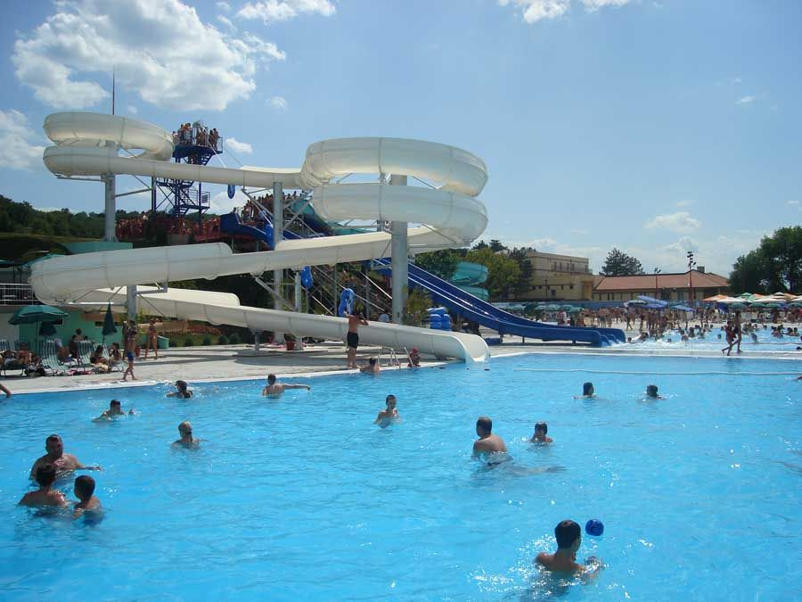 Samo 899 din izlet u AQUA PARK u Jagodini! Zabavni sadržaji na 50.000 m2 sa 98 bazena sa vodenim atrakcijama!